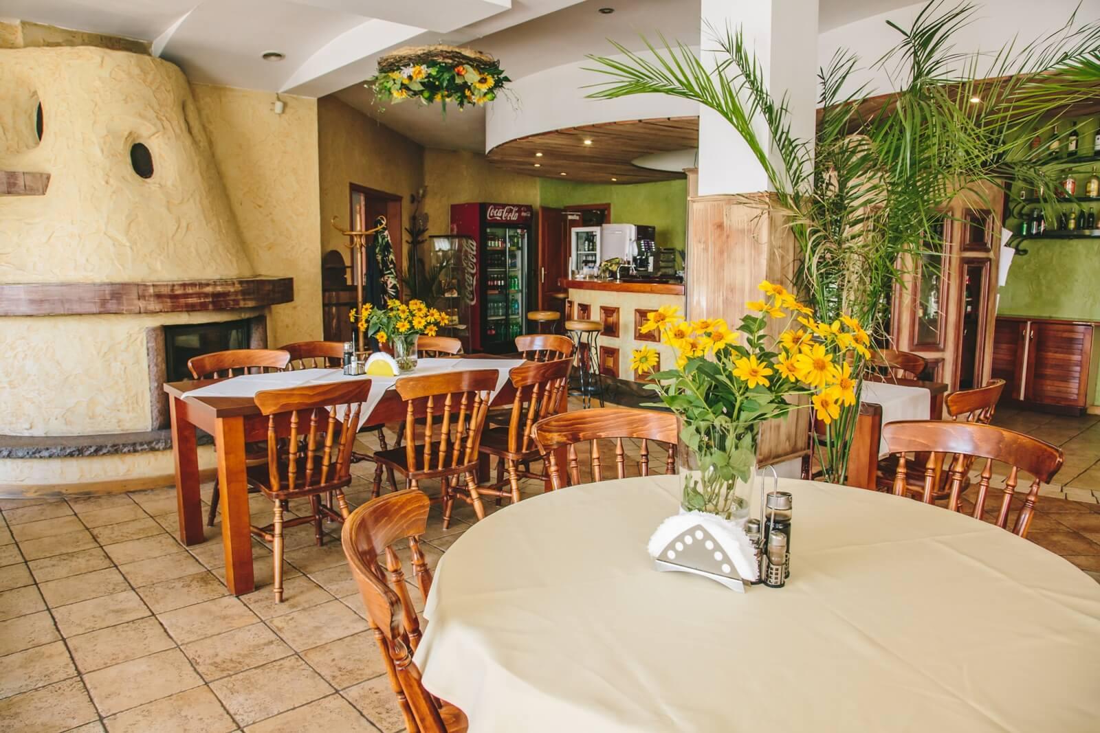 restauracja zodiak stoliki w sali