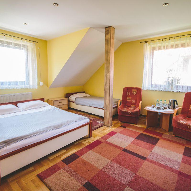 pokój wieloosobowy w motelu
